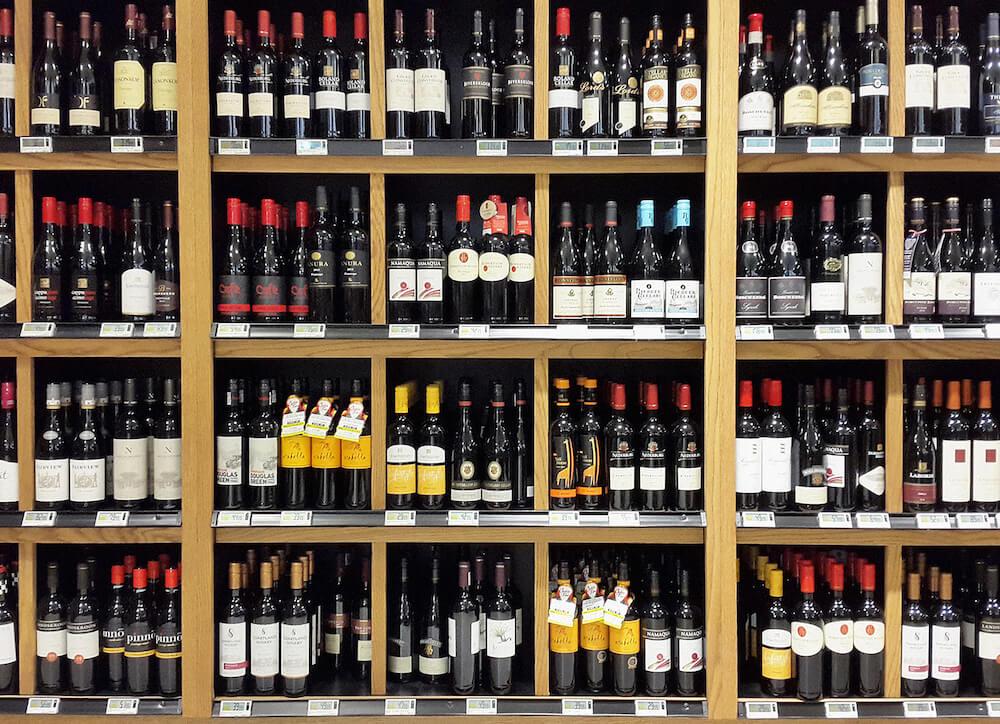Onderzoek de verandering van het wijnetiket.